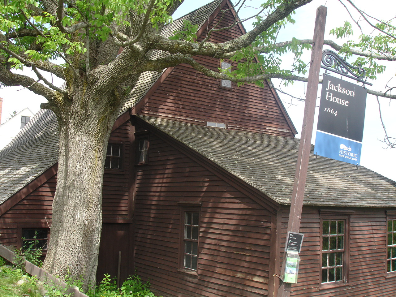 A National Historic Landmark, Jackson House is the oldest surviving wood-frame house in New Hampshire. It was built by Richard Jackson, a woodworker, farmer, and mariner